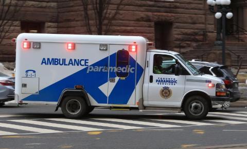 Criança é hospitalizada após ingerir doces de maconha em Toronto