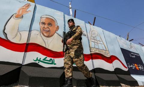 Viagem histórica: Papa Francisco chega ao Iraque com foco em diálogo inter-religioso