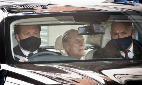 Príncipe Philip deixa hospital após tratamento cardíaco e quase um mês internado