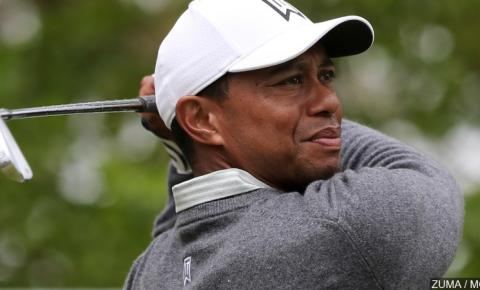Menos de um mês após o acidente, Tiger Woods está em casa