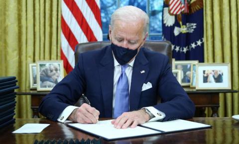 Biden pediu colaboração ao Brasil para combater pandemia da Covid-19