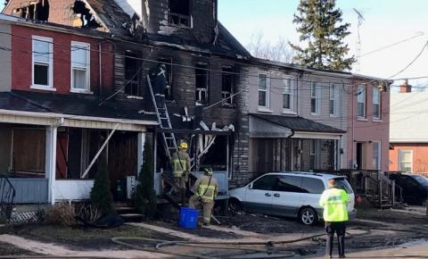 5 feridos e 4 desaparecidos após grande incêndio em área residencial de Oshawa