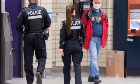 Ontário 'reorienta' ordem que permitiu a polícia parar pessoas aleatoriamente
